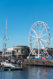 CARDIFF/UK - SIERPIEŃ 27: Ferris Toczy wewnątrz Cardiff na Sierpień 27, 2 Obrazy Royalty Free