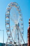 CARDIFF/UK - SIERPIEŃ 27: Ferris Toczy wewnątrz Cardiff na Sierpień 27, 2 Fotografia Royalty Free
