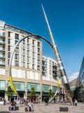 CARDIFF, WALES - JUNI 8: Alliance-de Stadscentrum van beeldhouwwerkcardiff royalty-vrije stock afbeelding