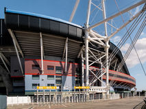 CARDIFF WALES - JUNI 8: Millennium Stadium på Cardiff armar Arkivfoto
