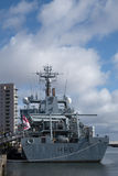 CARDIFF, WALES - 23. MÄRZ: HMS-Unternehmen angekoppelt an Cardiff-Bucht Stockbilder