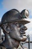 CARDIFF, WALES - 23. MÄRZ: Nahaufnahme der Grube, zum von Kohlen-Bergmann S zu tragen Stockbilder