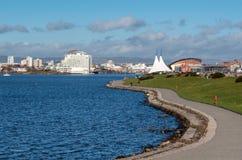 CARDIFF, WALES/UK - 26 DE DICIEMBRE: Vista de la bahía de Cardiff en País de Gales o Imagen de archivo libre de regalías