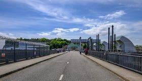 Cardiff zatoka Walia, Maj, - 21, 2017: Drogowy skrzyżowanie nad barag Zdjęcia Stock