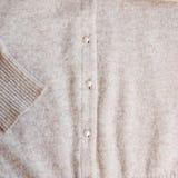 Cardigan occasionnel de couleur en pastel de laine d'Angrora Photo libre de droits