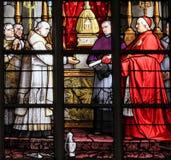 Cardinal et le sacrement du miracle Images stock