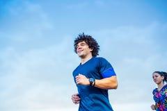 Cardio övning - par som kör eller joggar royaltyfri bild