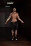 Cardio время с скача веревочкой стоковое изображение