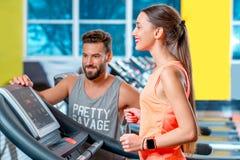 Cardio allenamento nella palestra Immagine Stock