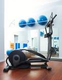 Cardio de opleidings elliptische crosstrainer van de aerobics Stock Foto's