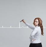 Cardiogramma del disegno della donna di medico Immagine Stock