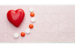 Cardiogramme avec le coeur rouge Photographie stock libre de droits