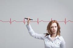 Cardiogramme de dessin de femme de docteur Photos libres de droits