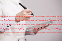 Cardiogramme de dessin de femme de docteur Photo libre de droits
