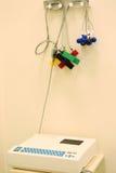 Cardiographe d'électeur dans le coffret médical photo stock