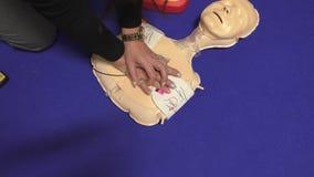 Cardiopulmonale reanimatie opleiding stock video