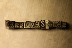 CARDIOVASCULAIR - close-up van grungy wijnoogst gezet woord op metaalachtergrond stock illustratie