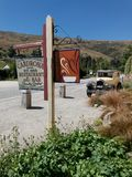 Cardrona旅馆-餐馆和酒吧是一个在访客中是普遍的新西兰` s最旧和最偶象的旅馆 免版税库存照片