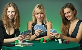 cards poker för kasinochipspelare Arkivfoton