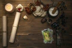 cards tarot Förmögenhetkassör spådom Häxadoktor royaltyfria foton