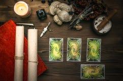 cards tarot Förmögenhetkassör spådom Häxadoktor arkivfoton