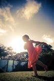 Carefree blond flicka utomhus Fotografering för Bildbyråer