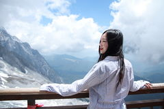 Carefree Chinese beauty on Yunnan Jade dragon snow mountain Royalty Free Stock Photos