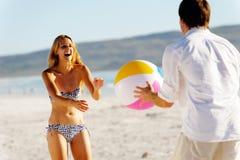 carefree gyckel för beachball Arkivfoton