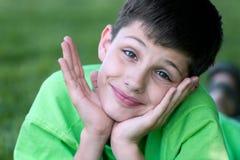 carefree stående för pojke royaltyfria bilder