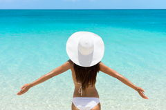 Free Carefree Woman On Beach In White Hat And Bikini Royalty Free Stock Images - 65579399