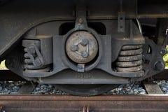 Careggiata del treno con il sistema della rottura e della sospensione Immagini Stock Libere da Diritti
