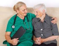 Caregiver και ασθενής στοκ εικόνα με δικαίωμα ελεύθερης χρήσης