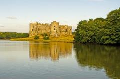 Carew slott i reflexion Royaltyfri Foto