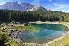 Carezza湖和挂接Latemar 免版税库存照片