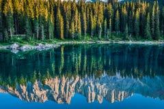 Carezza jezioro, Val Di Fassa, dolomity, Alps, Włochy Zdjęcie Royalty Free