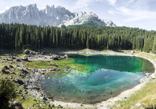 Carezza sjö och montering Latemar arkivfoto