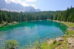 carezzadolomitesitaly lake Royaltyfri Foto