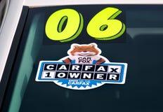 CARFAX emblemat na Auto przedniej szybie i logo Zdjęcie Stock
