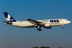 Carga Airbus A300 de MNG Fotos de Stock