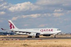 Carga Airbus A330-243F de Qatar Airways Imagem de Stock