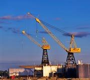 A carga cranes no porto de Vancôver norte Imagens de Stock Royalty Free