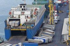 Carga da balsa do caminhão no porto foto de stock royalty free