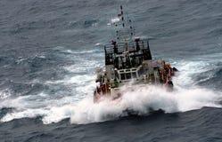 Carga da entrega do barco da fonte imagem de stock