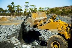 Carga de mineração do minério fotografia de stock
