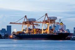Carga logística de las importaciones/exportaciones imagen de archivo libre de regalías