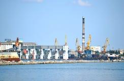 A carga vê o porto Fotos de Stock Royalty Free