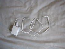 Cargador blanco del cable del USB Fotografía de archivo