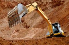 Cargador de excavador en sandpit Imágenes de archivo libres de regalías