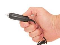 Cargador del teléfono celular en la mano de un hombre. Imagen de archivo libre de regalías