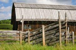 Cargador y granero del ganado Foto de archivo libre de regalías